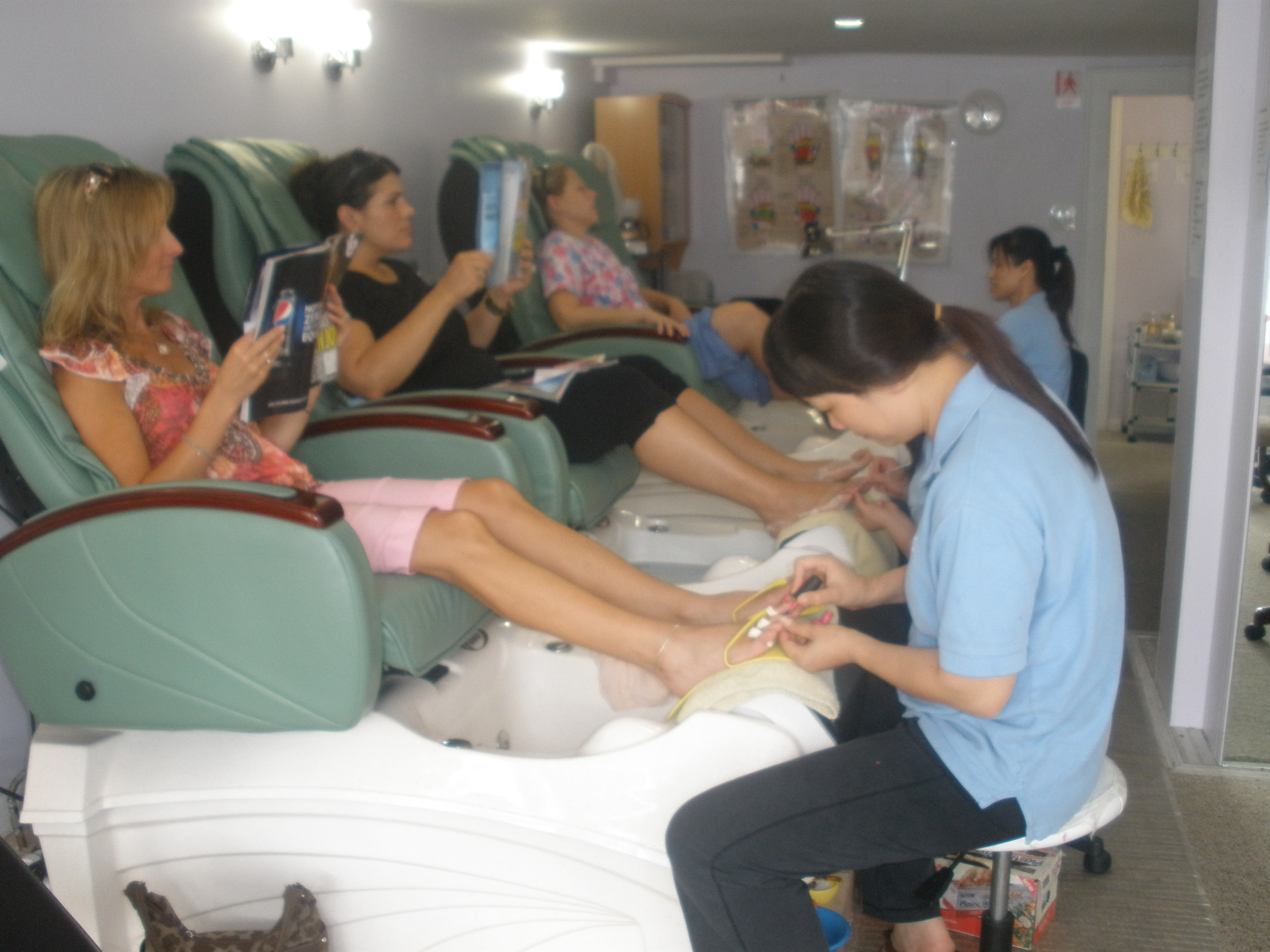 Indoor photo pedicure for 3 little birds salon